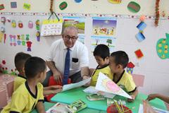 Sứ quán Bỉ tặng túi vệ sinh cá nhân cho hàng ngàn trẻ em Việt Nam