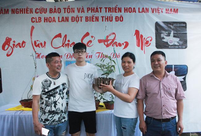 Đại gia Hà Nội chi 5 tỷ mua giỏ lan nhìn như ngọn rau muống