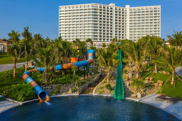 'Mùa hè bất tận' ở Mövenpick Resort Cam Ranh