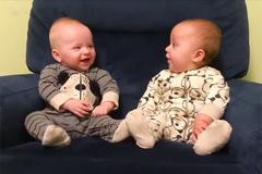 Những cặp song sinh đáng yêu khiến bạn không thể nhịn cười