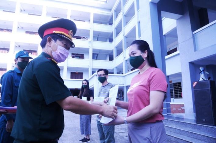 Hàng trăm bà bầu về từ Đài Loan hoàn thành cách ly, vui mừng được về nhà