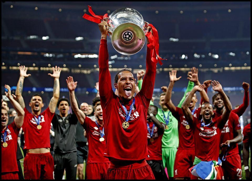 Van Dijk vọt lên hưởng lương cao nhất lịch sử Liverpool