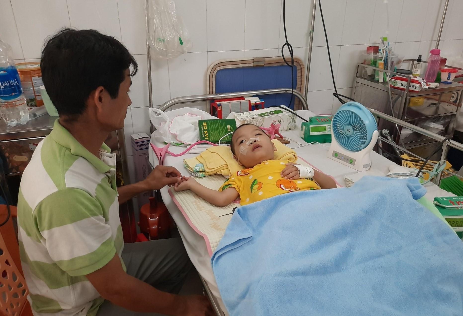 Em bé bị tim bẩm sinh, nhồi máu não thoát chết ngoạn mục