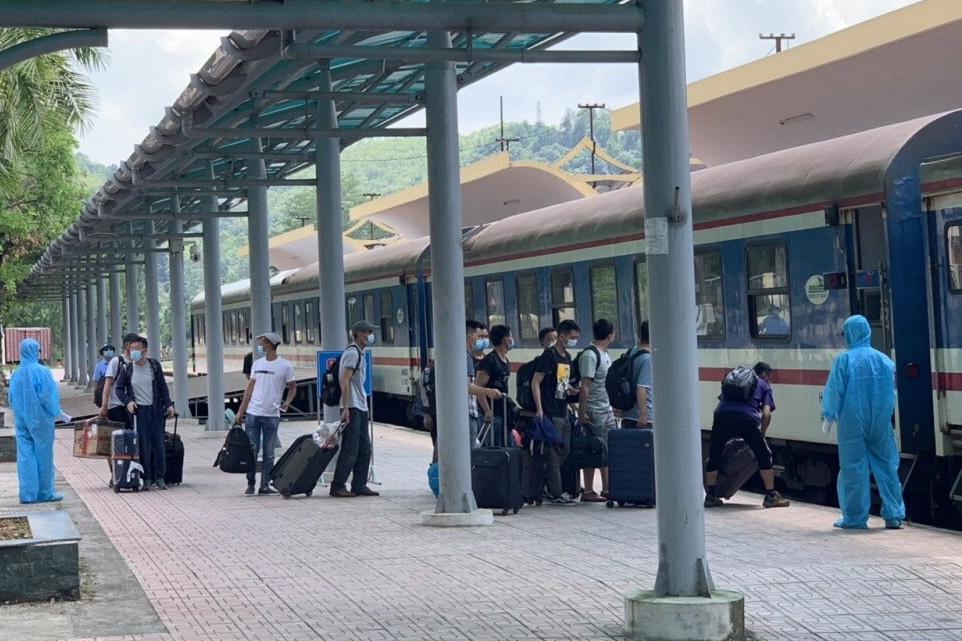 Chuyến tàu riêng chở 150 chuyên gia Trung Quốc đến Quảng Ngãi