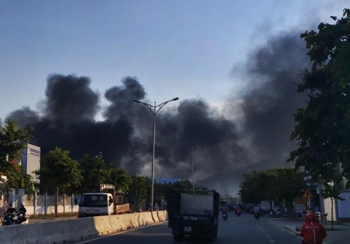 Nhà xưởng cháy dữ dội suốt 2 tiếng, 10 tỷ đồng bị thiêu rụi