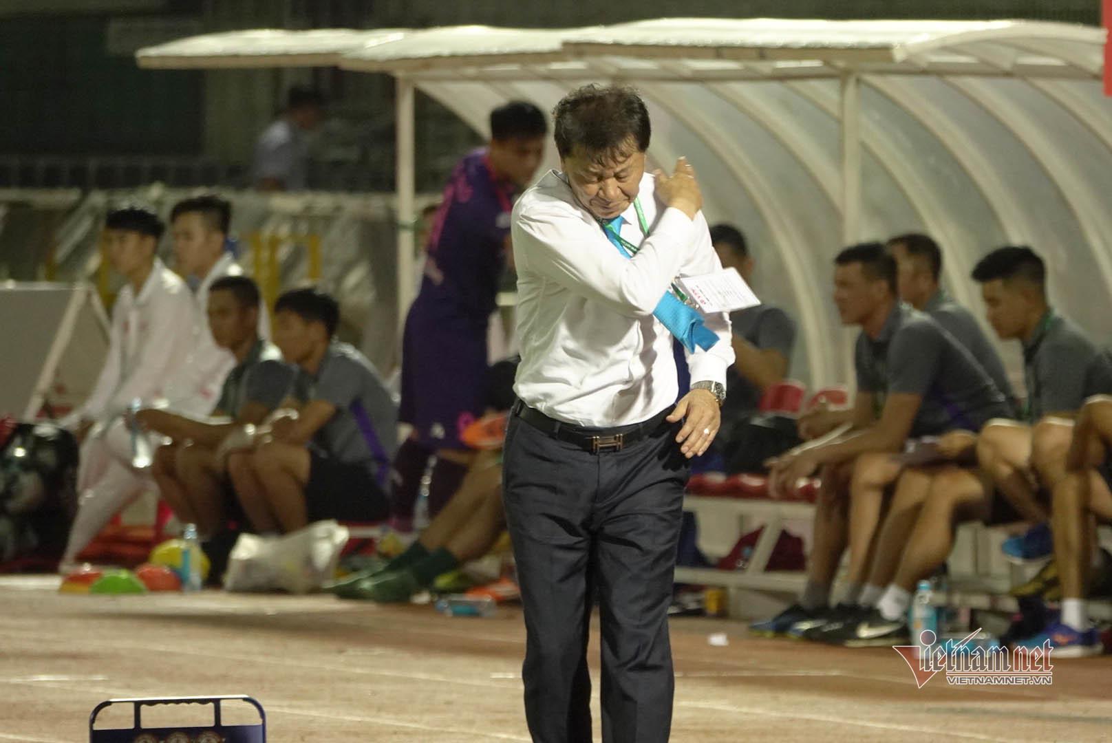 TPHCM thua thảm Hà Nội, HLV Hữu Thắng thay thầy Chung ngồi 'ghế nóng'