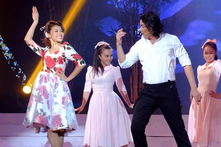 Quách Ngọc Ngoan nhảy điệu nghệ tại Tình Bolero 2020
