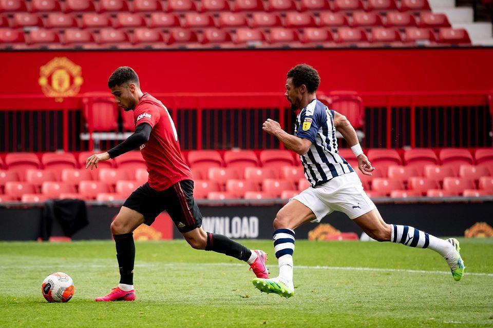 Bruno Fernandes hỏng phạt đền, MU thua sốc ở Old Trafford