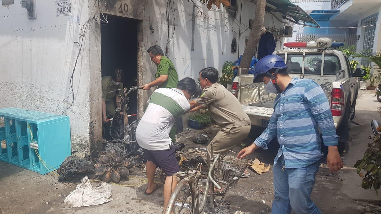 Kẻ phóng hỏa đốt chết ba người dùng bùn be khe cửa để đổ xăng vào