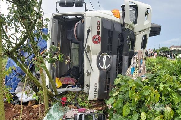 Hiện trường kéo dài 2km vụ xe tải gây tai nạn 5 người chết