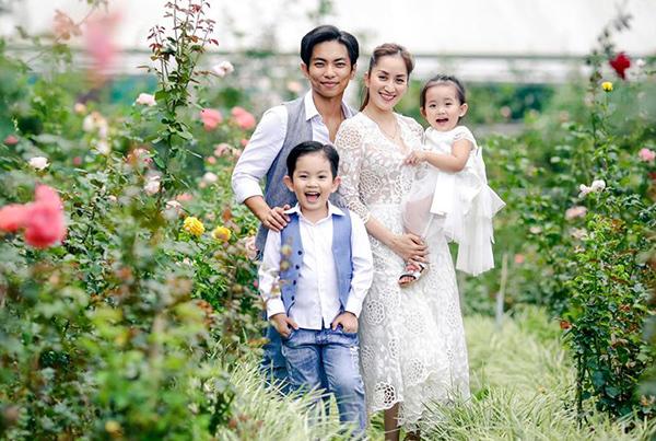 Khoảnh khắc hạnh phúc của vợ chồng Khánh Thi - Phan Hiển
