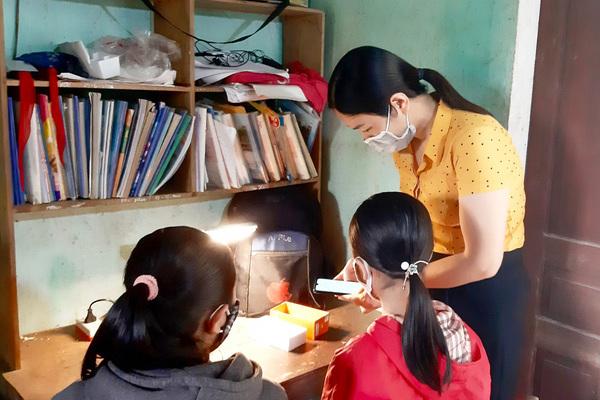 """Giúp học sinh nghèo """"gieo chữ"""" trực tuyến"""