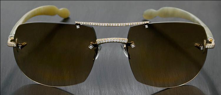 Nhà giàu chi tiền mua cặp kính chống nắng giá bằng cả ngôi nhà