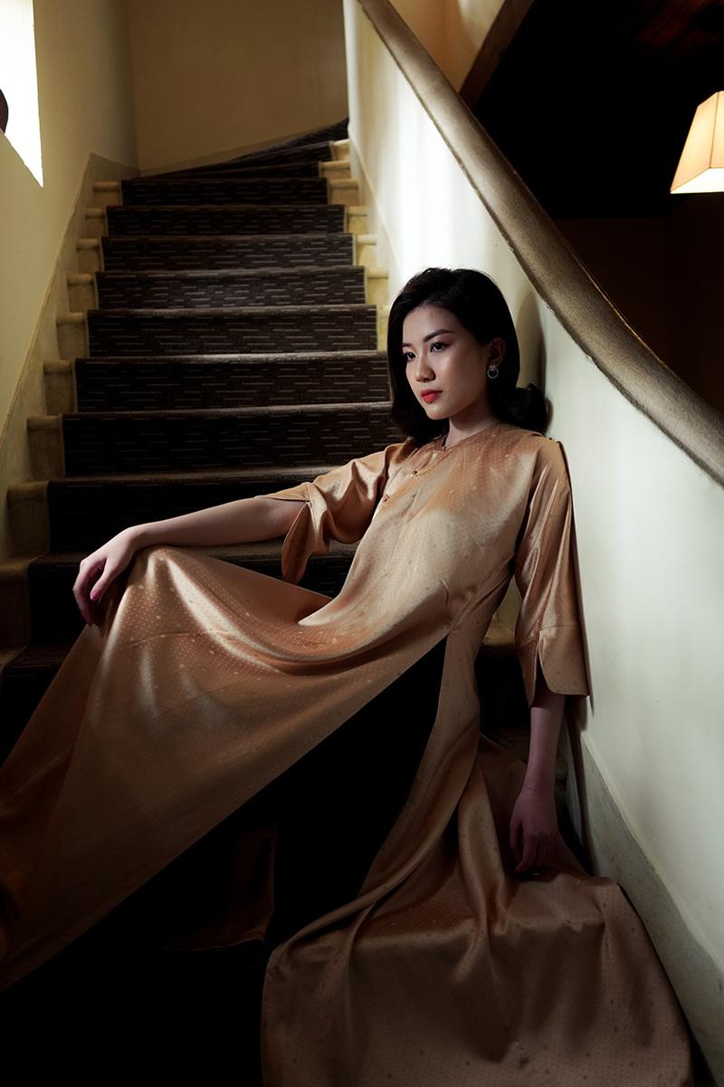 Lương Thanh diện váy lụa của cựu BTV thời sự 19h Diệp Anh