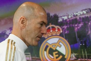 Real Madrid chuẩn bị đá, Zidane đã bị nhắc nguy cơ mất việc
