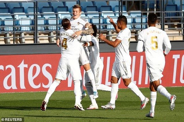 Thắng dễ Eibar, Real Madrid tiếp tục bám đuổi Barca