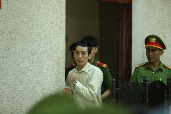 Hoãn tòa xử vụ án mẹ nữ sinh giao gà vì mẹ luật sư đi cấp cứu