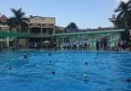 Bé trai 9 tuổi bị thanh sắt ở bể bơi đâm thủng khoang màng phổi