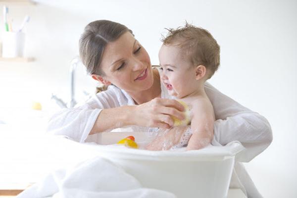 Những hóa chất cần tránh trong các sản phẩm chăm sóc bé