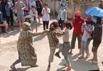 Hai nữ sinh Tuyên Quang đánh nhau trước cổng trường