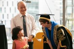Ông bố Hà Nội dạy tiếng Anh cho con từ lúc mới lọt lòng