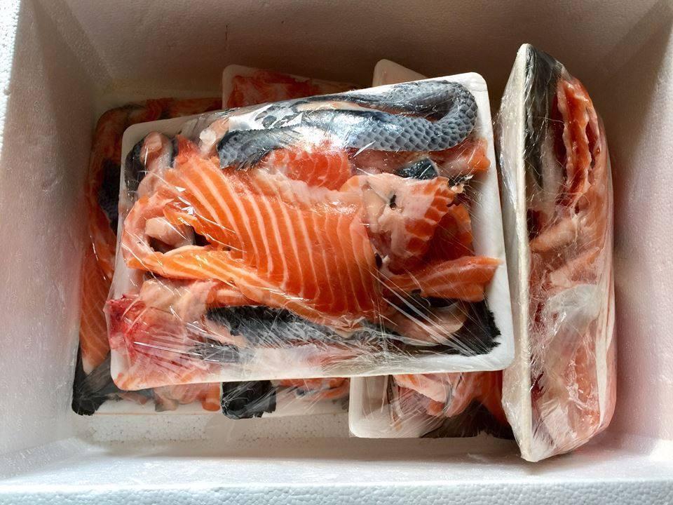 Lùng mua đầu, xương, vụn cá hồi giá vài chục ngàn, chủ shop ngày bán trăm bộ