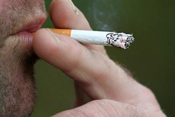 Hút thuốc 25 năm, người đàn ông mắc 2 ung thư cùng lúc di căn não