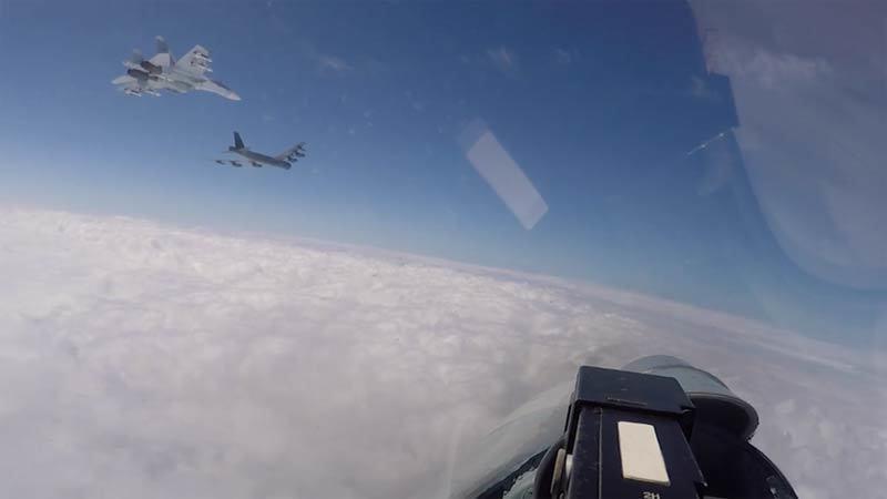 Xem chiến cơ Nga chặn máy bay ném bom Mỹ trên biển Baltic