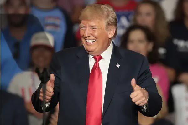 Niềm vui bất ngờ cho ông Trump vào ngày sinh nhật