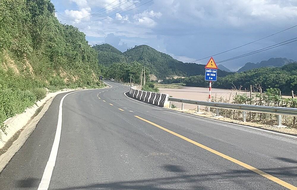 Thông xe dự án đường bộ hơn 1.600 tỷ tăng cường kết nối Việt Nam - Lào