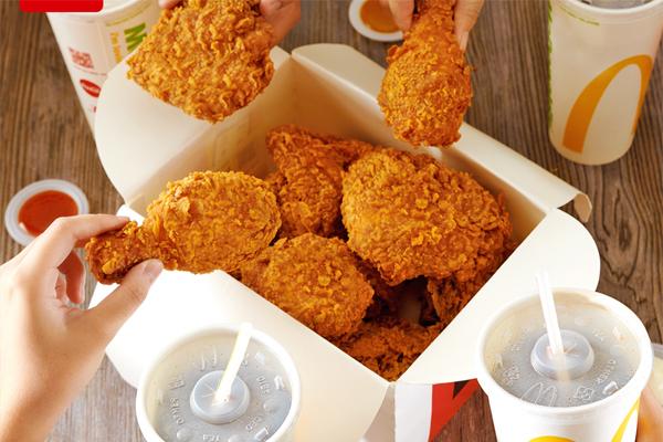 Độc đáo gà cay 'giòn da thấm thịt' của McDonald's