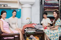 HH Thu Thủy, Á hậu Thuỵ Vân quyên góp đồ cũ cho NTK Xuân Lê