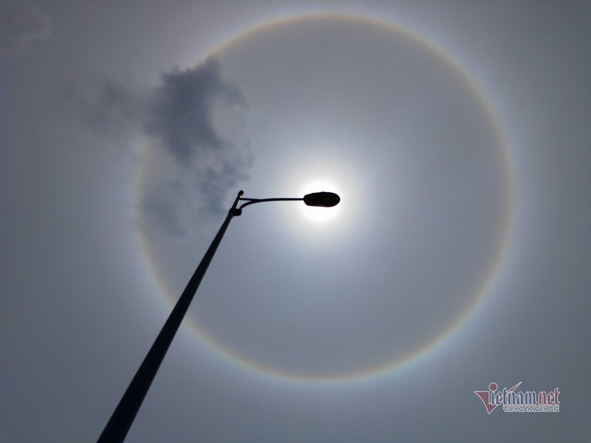 Xuất hiện hào quang mặt trời tuyệt đẹp ở Sài Gòn