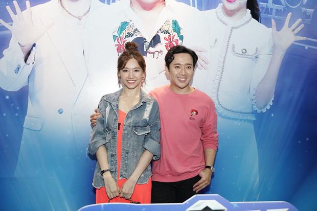 Vợ chồng Trấn Thành, Hari Won cùng ngồi ghế nóng