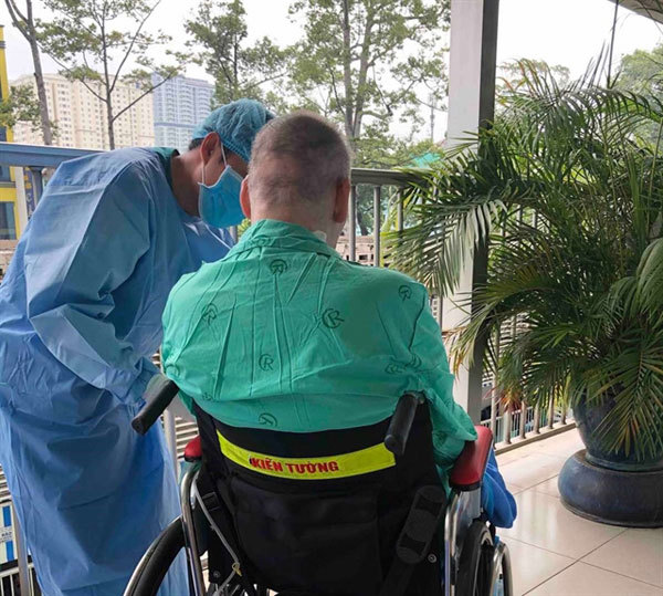 Vietnamese doctors' treatment protocols save patients severely ill with COVID-19