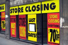 Chưa bao giờ như lúc này, hàng hiệu giảm giá, rẻ chẳng ai ngó