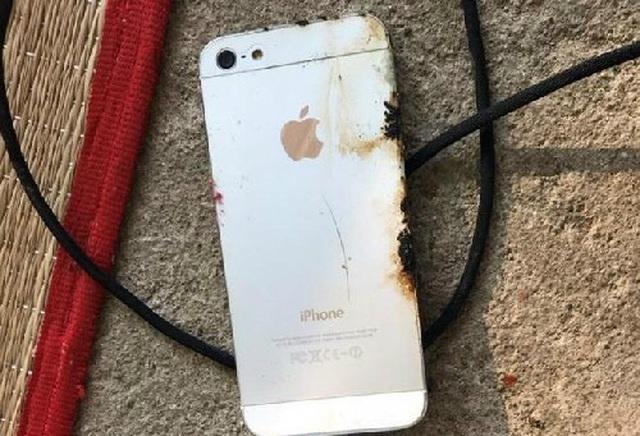 Mối nguy chết người từ thói quen vừa sạc pin vừa sử dụng điện thoại