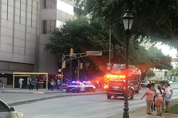 Xả súng giữa trung tâm thương mại Mỹ, nghi phạm cao chạy xa bay