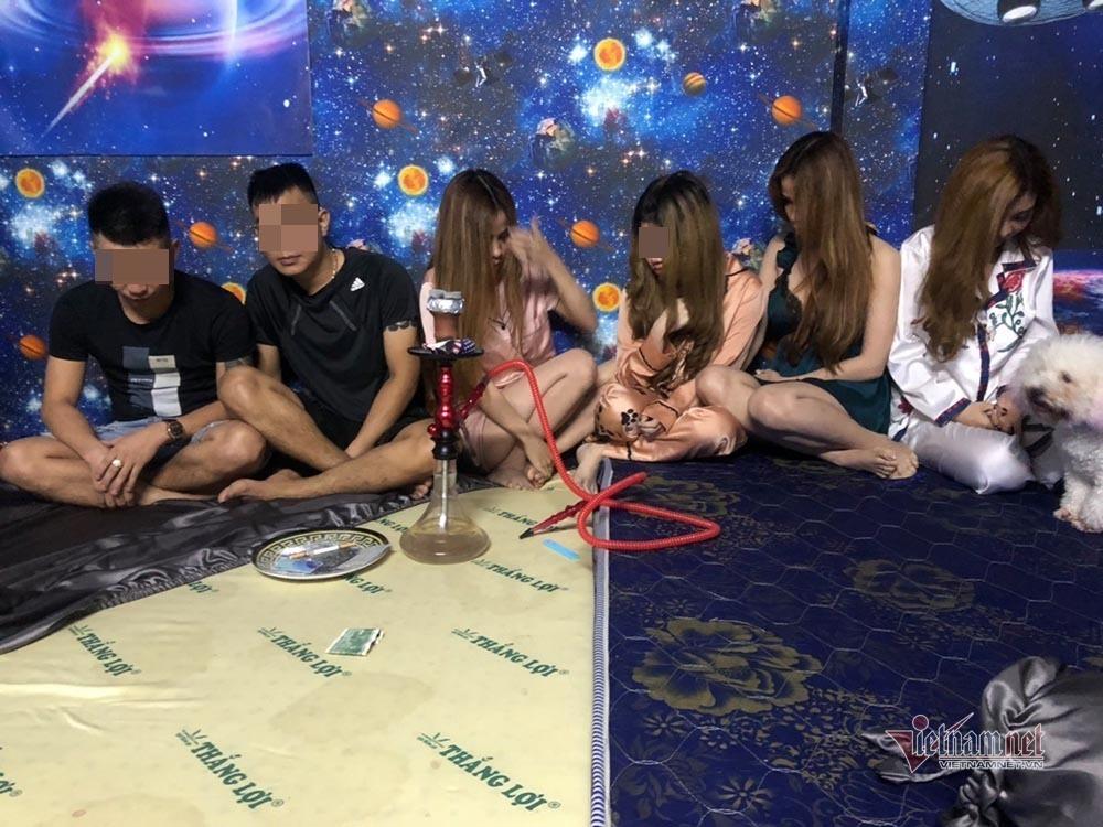 Hotgirl ở Sài Gòn thiết kế phòng riêng để bay lắc trong tiệc sinh nhật ma túy