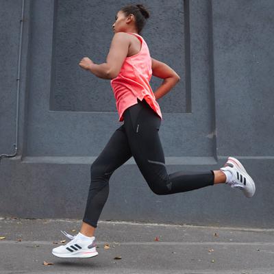 adidas ra mắt phiên bản giày Supernova khởi động cuộc sống 'bình thường mới'