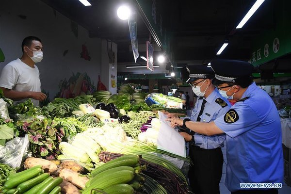 Bắc Kinh mạnh tay chống Covid-19, Nga xây đường hầm khử trùng cho tổng thống