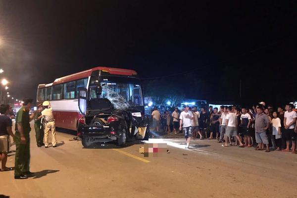 Ô tô con đấu đầu xe khách ở Thanh Hóa, 1 người chết