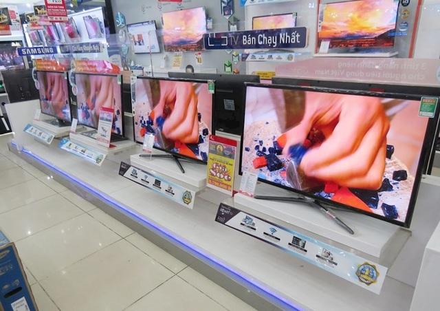 Tivi màn hình lớn đại hạ giá khắp các siêu thị điện máy