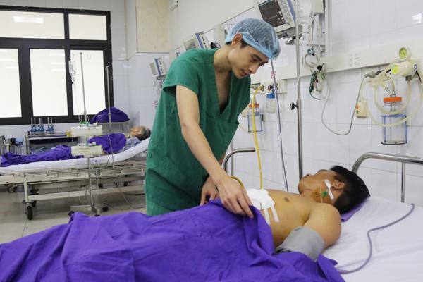 Toàn bệnh viện chạy đua cứu nam thanh niên ngã xe, lộ tim ra ngoài