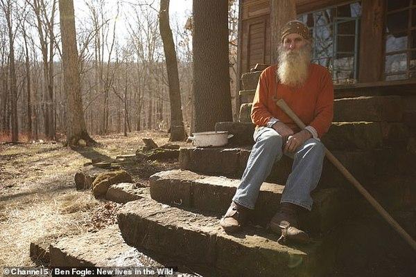 Người đàn ông bỏ trường y, vào rừng sống gần 50 năm