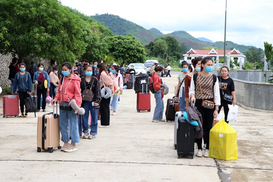 Nearly 1,400 Lao students welcomed back to school in Vietnam