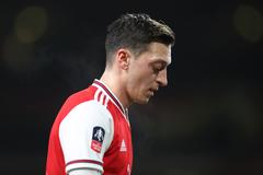 Lý do Mesut Ozil bị gạt phắt khỏi đội hình Arsenal