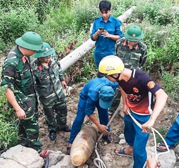 Phát hiện quả bom nặng 230kg còn kíp nổ trong khu trại giam ở Quảng Nam