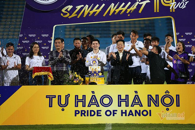 Cận cảnh thủ môn U23 Việt Nam phá hỏng tiệc sinh nhật Hà Nội FC