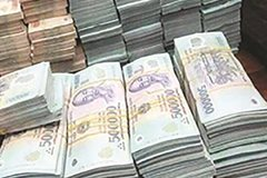 Money oversupply: sign of weak growth